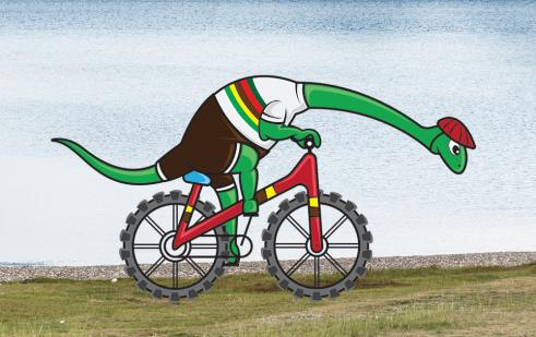 Dino op fiets aan groot meer