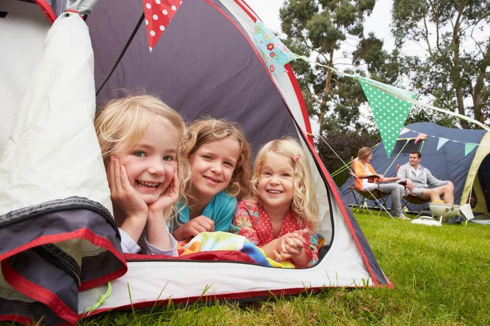 kinderen op de camping